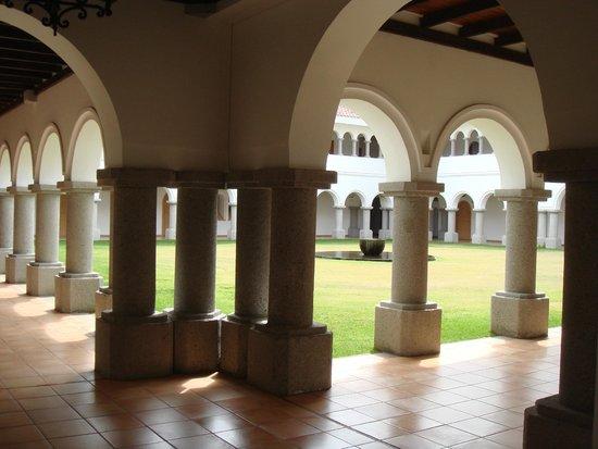 Monasterio Cistercense Santa Maria del Paraiso: Cloister - not open to the public