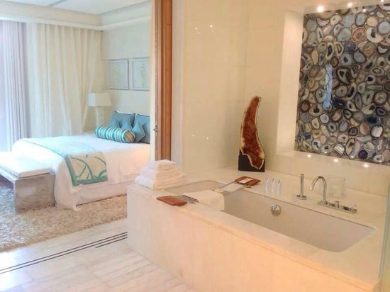 The St. Regis Saadiyat Island Resort: Contemporary Spa Suite