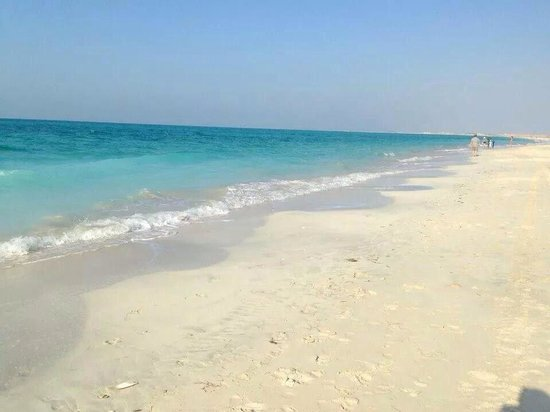 The St. Regis Saadiyat Island Resort : Amazing St. Regis beach for guests.