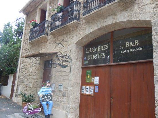 Air de Vacances : Aussenfront mit Empfang von Boby Lapointe