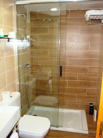 Hotel Riviera: Odnowiona łazienka
