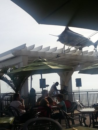Holiday Inn Hotel & Suites Clearwater Beach: Jimmy's Fish House entertainment outdoors