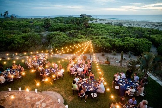 Villa Santa Cruz: beautiful dinner setting w/ bistro lights