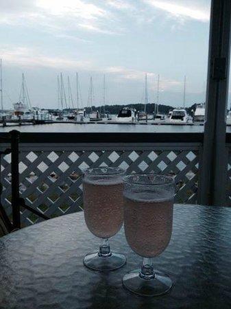 The Inn at Osprey Point: Enjoying champagne in the gazebo