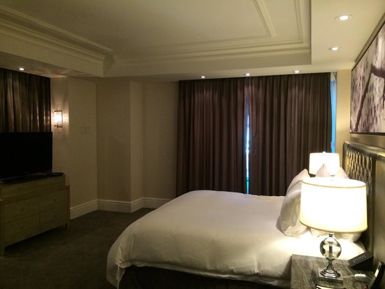 Trump International Hotel & Tower Toronto: Bedroom of Deluxe 1-Bedroom Suite