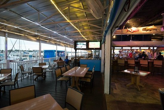 Big Game Waterfront Grill: .