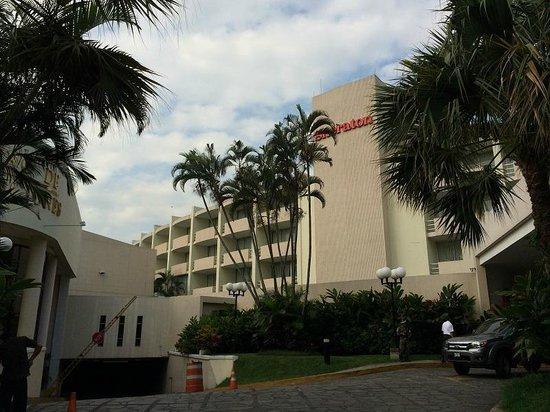 Sheraton Presidente San Salvador: Sheraton Hotel Main Entrance