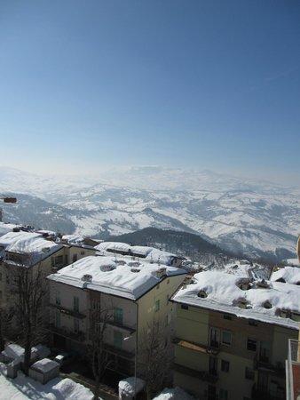 San Marino Outlet Market: San Marino im Schnee