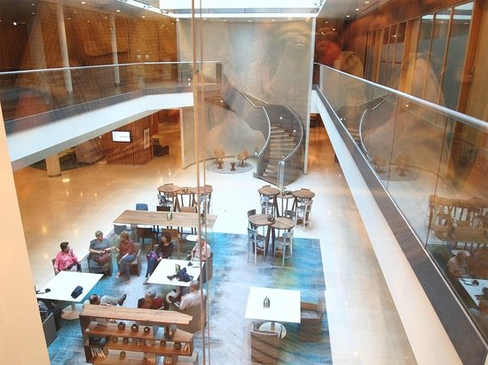 Swissotel Berlin : View of the lobby