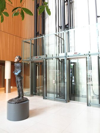 Swissotel Berlin: Ground floor entrance