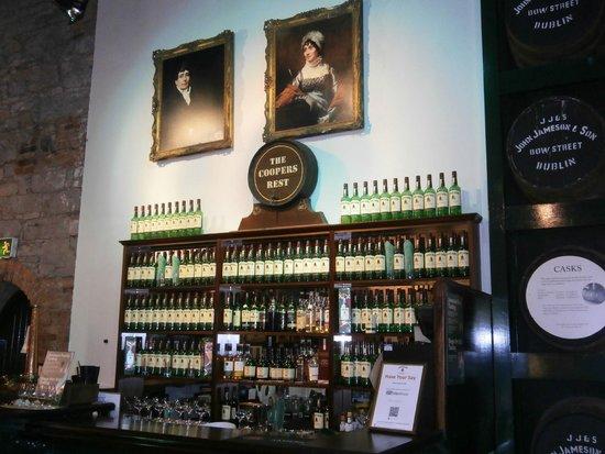 Jameson Distillery: Visitors' Bar area