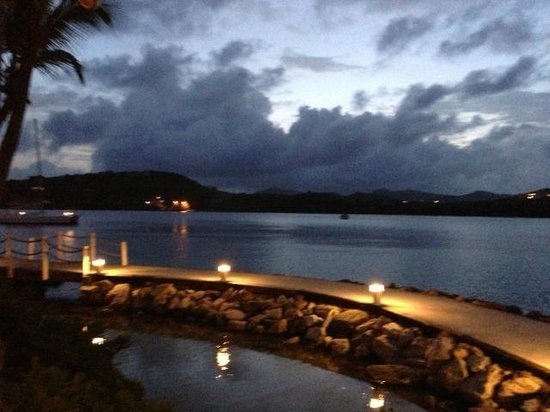 St. James's Club & Villas : Mamora Bay by Docksiders at night