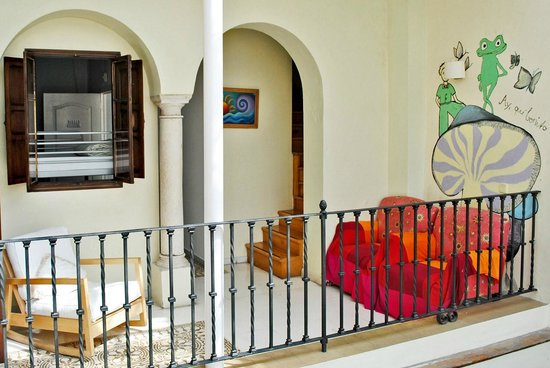 Traveler's Inn Seville : You can chill out almost in any corner of the hostel.
