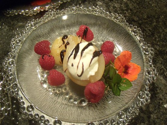 Mornington Rose Bed and Breakfast: Poached pears with raspberries and chocolate drizzle