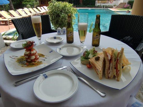 El Minzah Hotel : restaurant piscina
