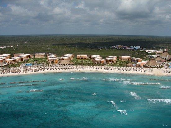 Grand Bahia Principe Coba : View of the resort from para-sailing, beautiful white sand