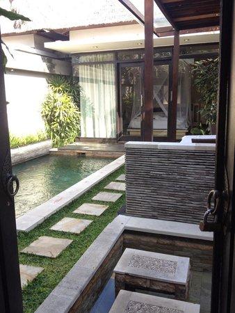 Tonys Villas & Resort : бассеин:)