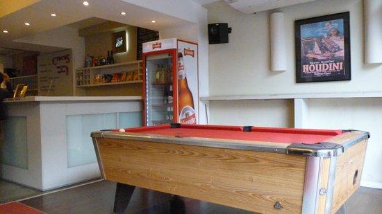 Circus Hostel & Hotel: zona de pool, bar, tv y sillones.Relax! Los huéspedes se reunían en cada partido del mundial 201