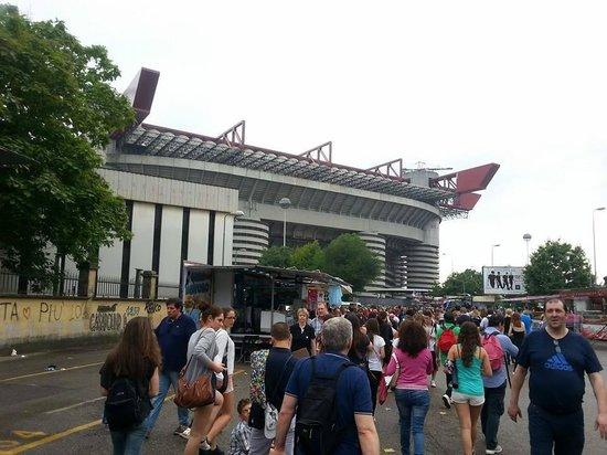 Stadio Giuseppe Meazza (San Siro): L'esterno