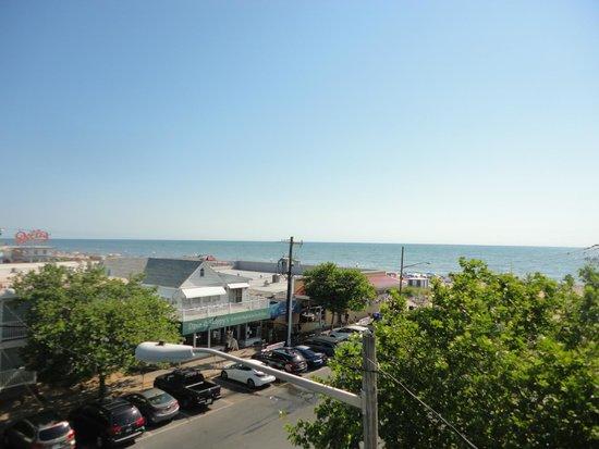 Beach View Motel: balcony view