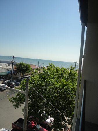 Beach View Motel : balcony view