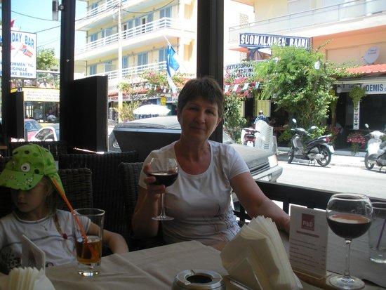 RED Restaurant : В ресторане разнообразие вкусных вин!