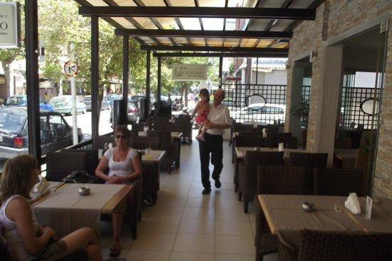 RED Restaurant : Уютный ресторан!!! Леонид - супер!!!