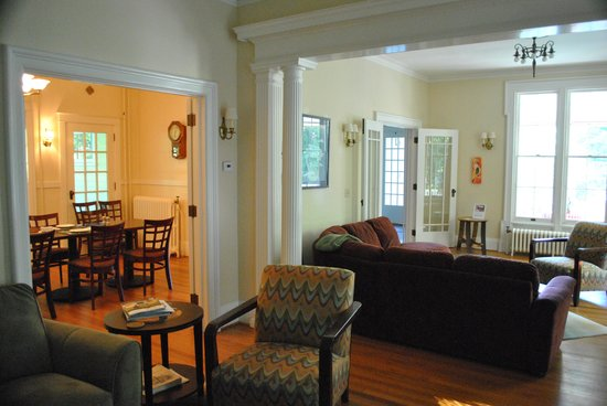 Finger Lakes Bed & Breakfast: Just a small interior shot. Enough room to get lost in.