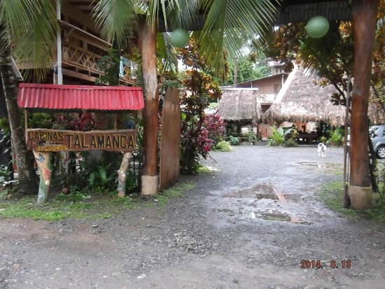 Cabinas Talamanca: Entrance to Hotel