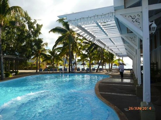 Preskil Beach Resort Piscine Donnant Sur Le Bar Et La Salle à Manger