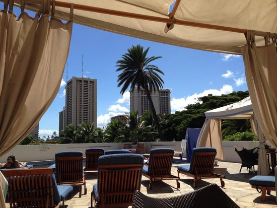 Luana Waikiki Hotel & Suites: Lovely secret! The pool area!