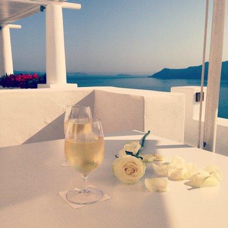 Katikies Hotel: Romance in the air!