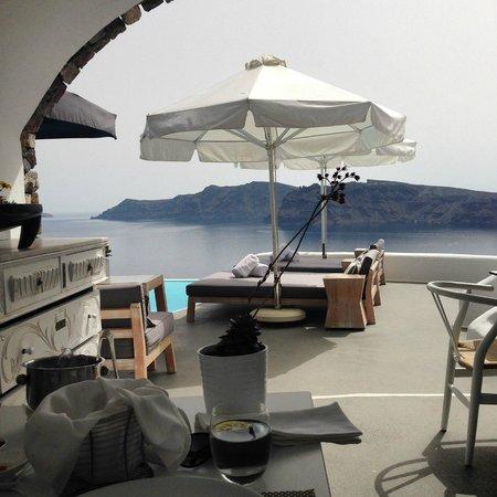 Katikies Hotel: The new pool and restaurant