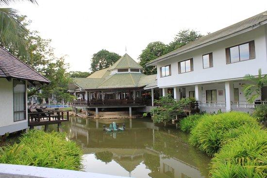 Peace Laguna Resort : вид на ресепшен