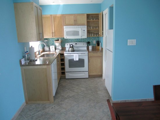 Oyster Bay Beach Resort: Full kitchen in 1 bedroom unit (building 29)