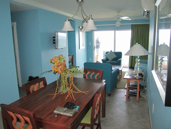 Oyster Bay Beach Resort: Dining & Living areas in 1 bedroom unit in building 29