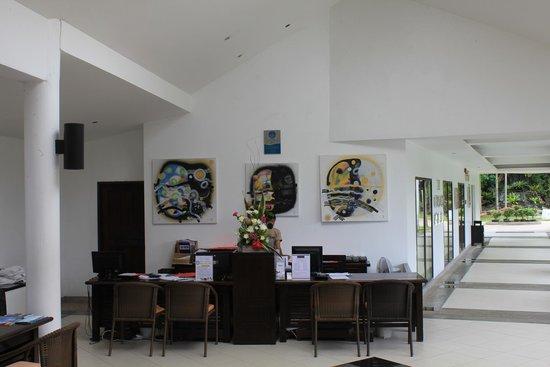 Peace Laguna Resort: ресепшен