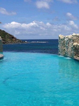 Oyster Bay Beach Resort : Infinity pool