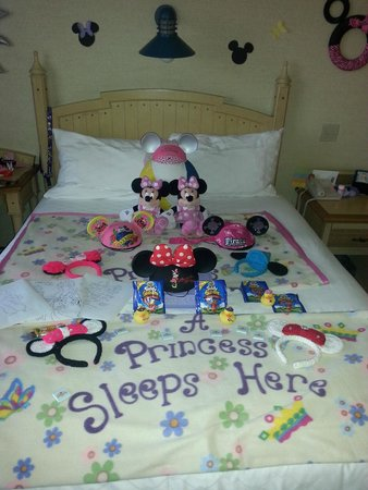 Disney's Paradise Pier Hotel: Our maid Ava was the BEST!!!