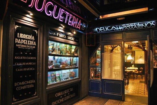 Delicatessen: Sala primera detalle calle