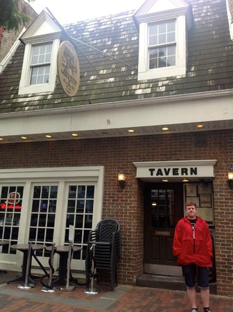 The front of Mac's Tavern