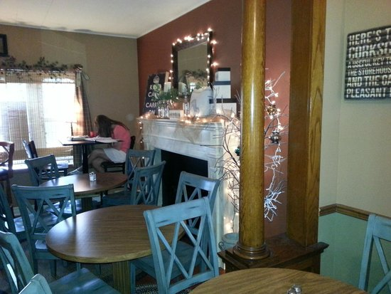 The Crimson Cafe : Cozy atmosphere!