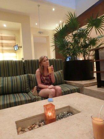 Fiesta Americana Condesa Cancun All Inclusive: Cool lobby bar and lounge