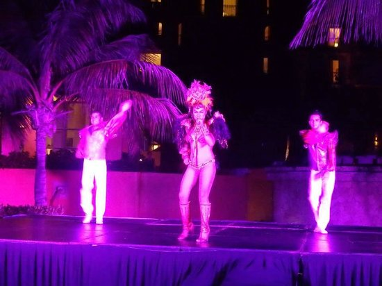 Fiesta Americana Condesa Cancun All Inclusive: Really cool shows every night.