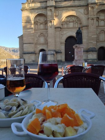 Restaurante El Escribano: Relaxed location, the almejas tapas and cod and potato salad are a must try