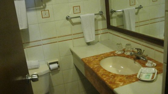 Hotel Veniz: bathroom