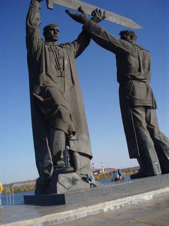 Тыл - Фронту монумент
