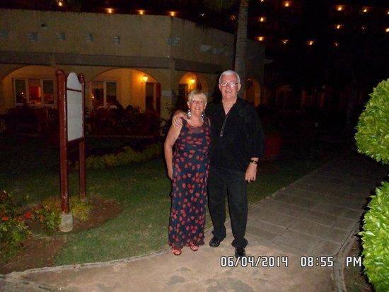 Meliá Las Antillas: una noche romantica en el restaurante italiano con violinista tocando en mi mesa una cancion arg