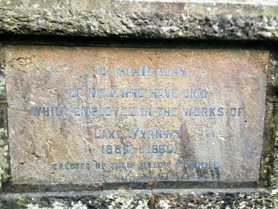 Lake Vyrnwy Hotel & Spa : Monument inscription