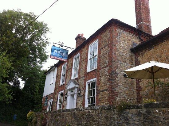 Sutton, UK: Lovely quaint exterior